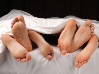 threesome_feet-400x300